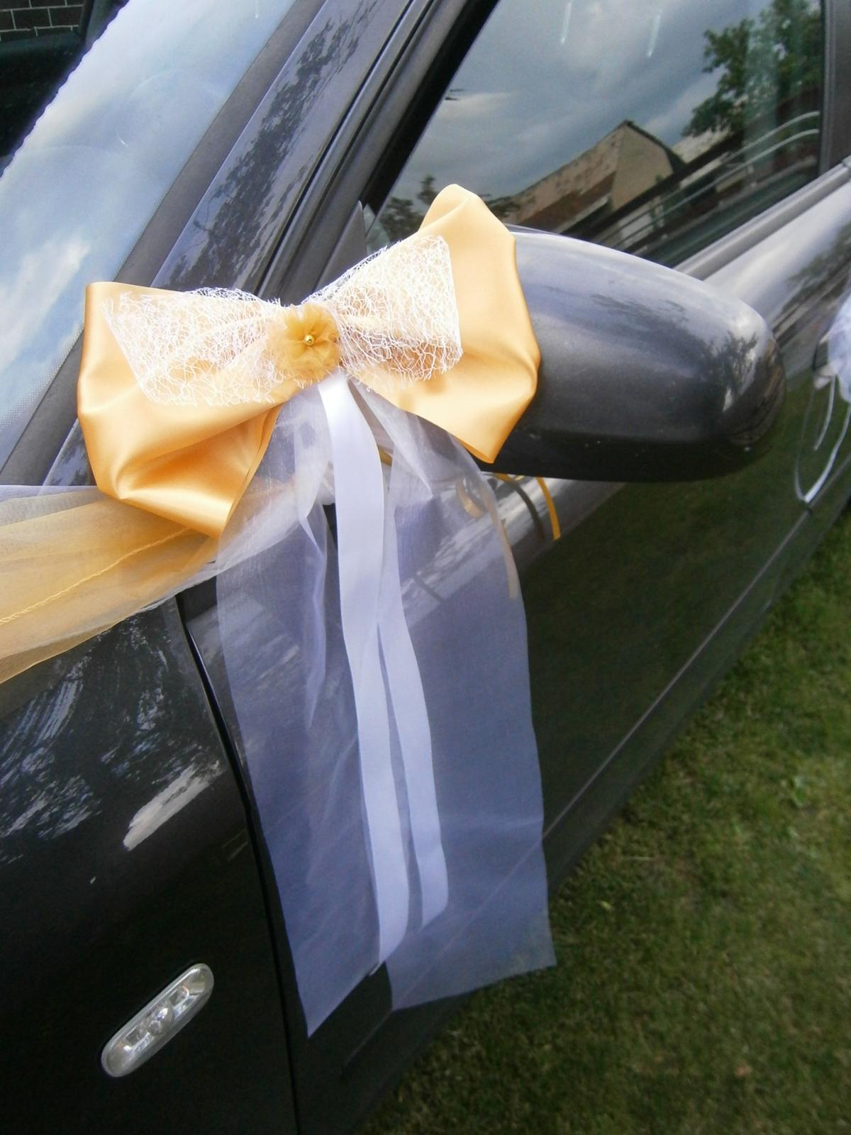 Svadobné AUTO - zlaté mašle