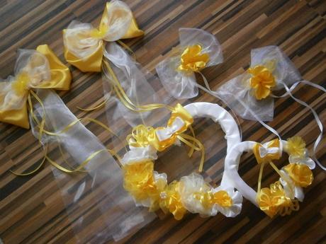 Svadobné AUTO - žlté srdiečka
