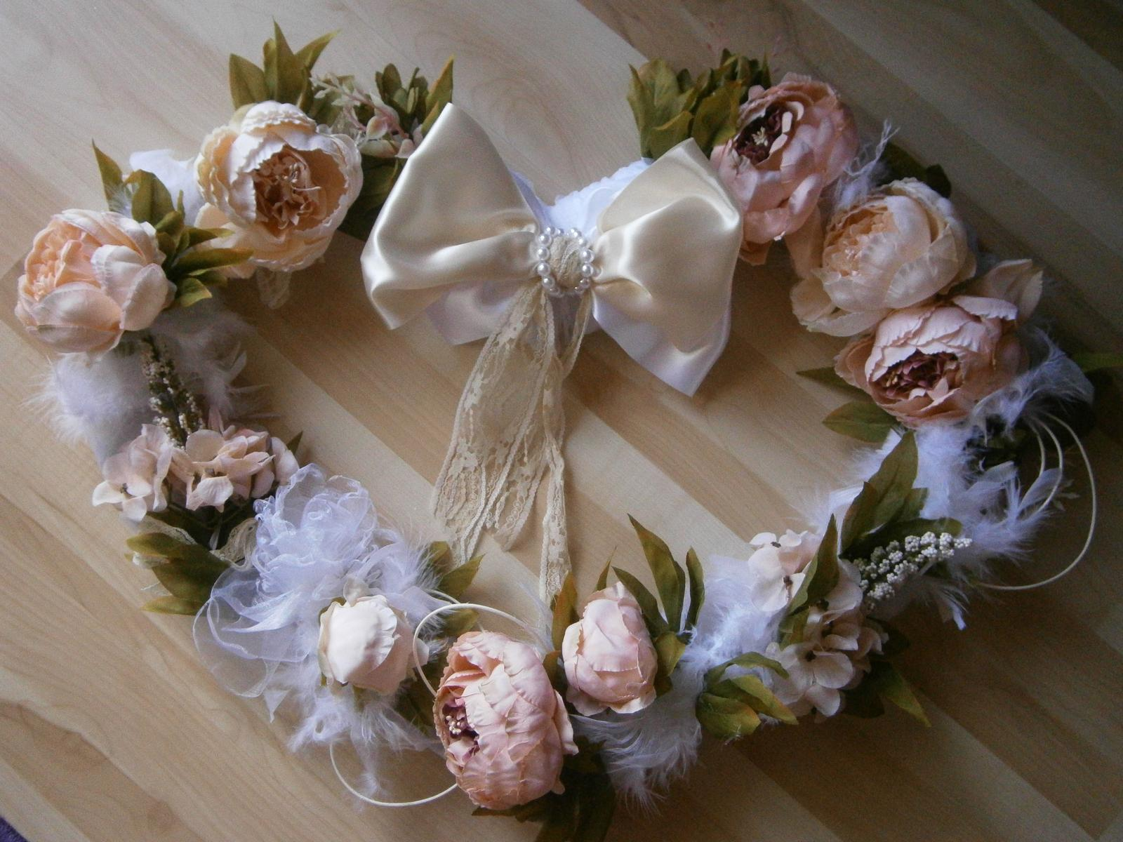 Svadobné AUTO - srdce na prisavkach na svadobné auto