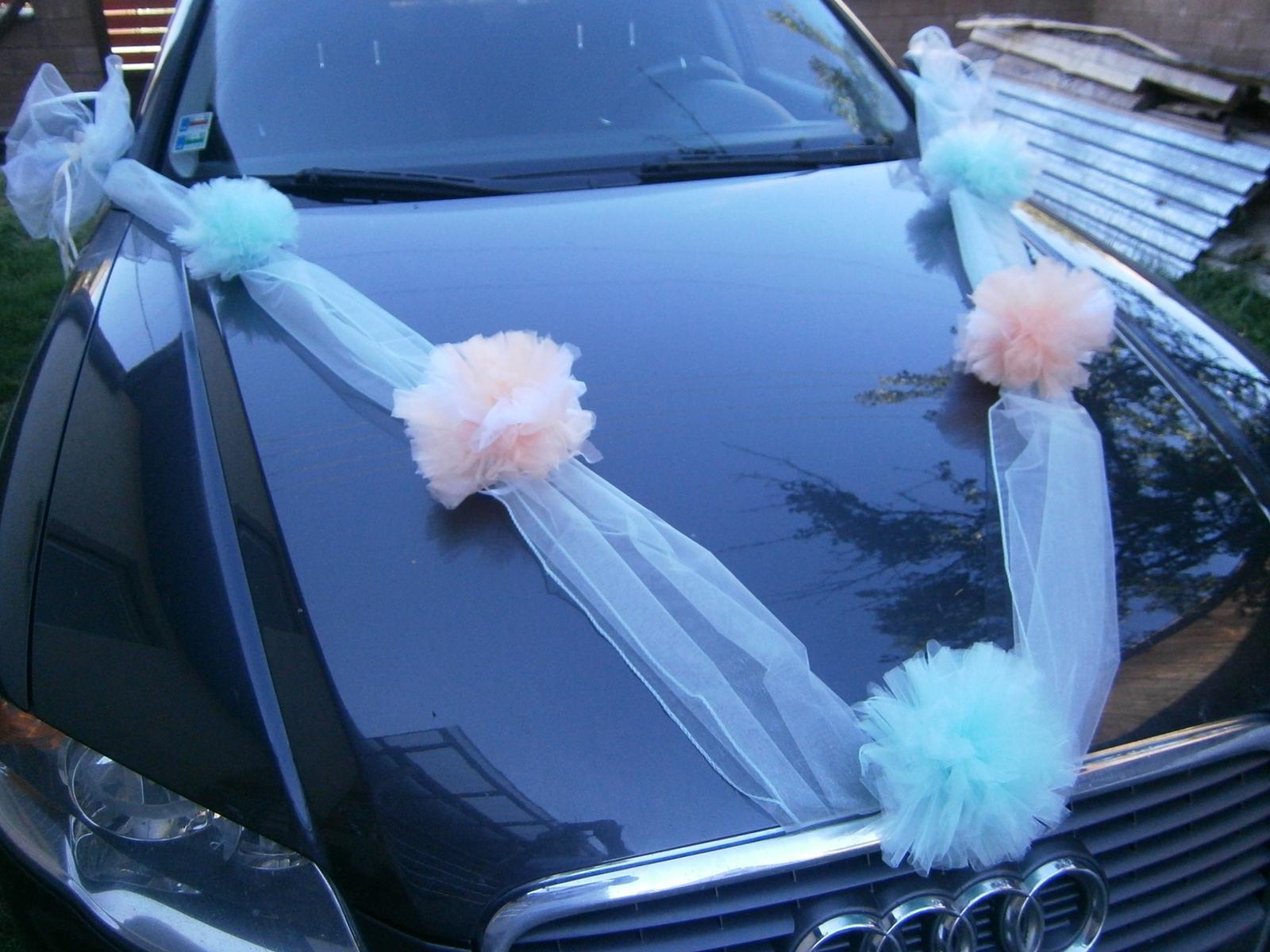 Mentolová pom-pom výzdoba svadobného auta - Obrázok č. 1