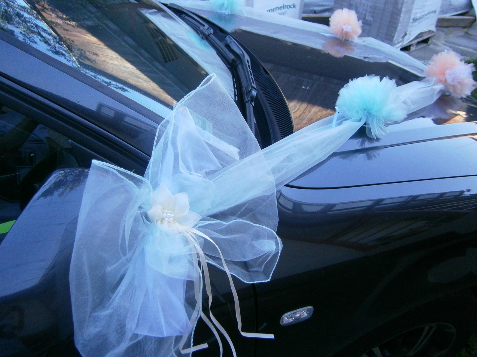 Mentolová pom-pom výzdoba svadobného auta - Obrázok č. 3