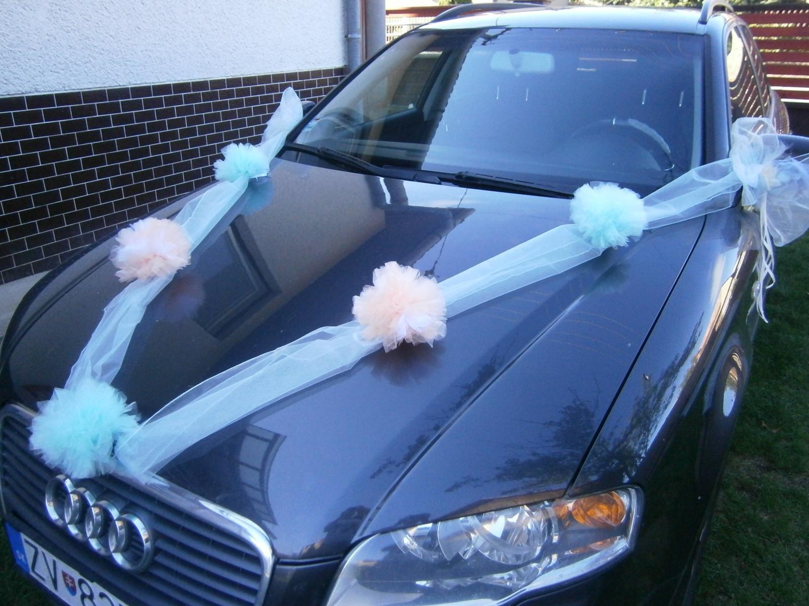 Mentolová pom-pom výzdoba svadobného auta - Obrázok č. 4