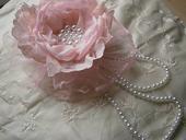 Ružový čipkovaný kvet,