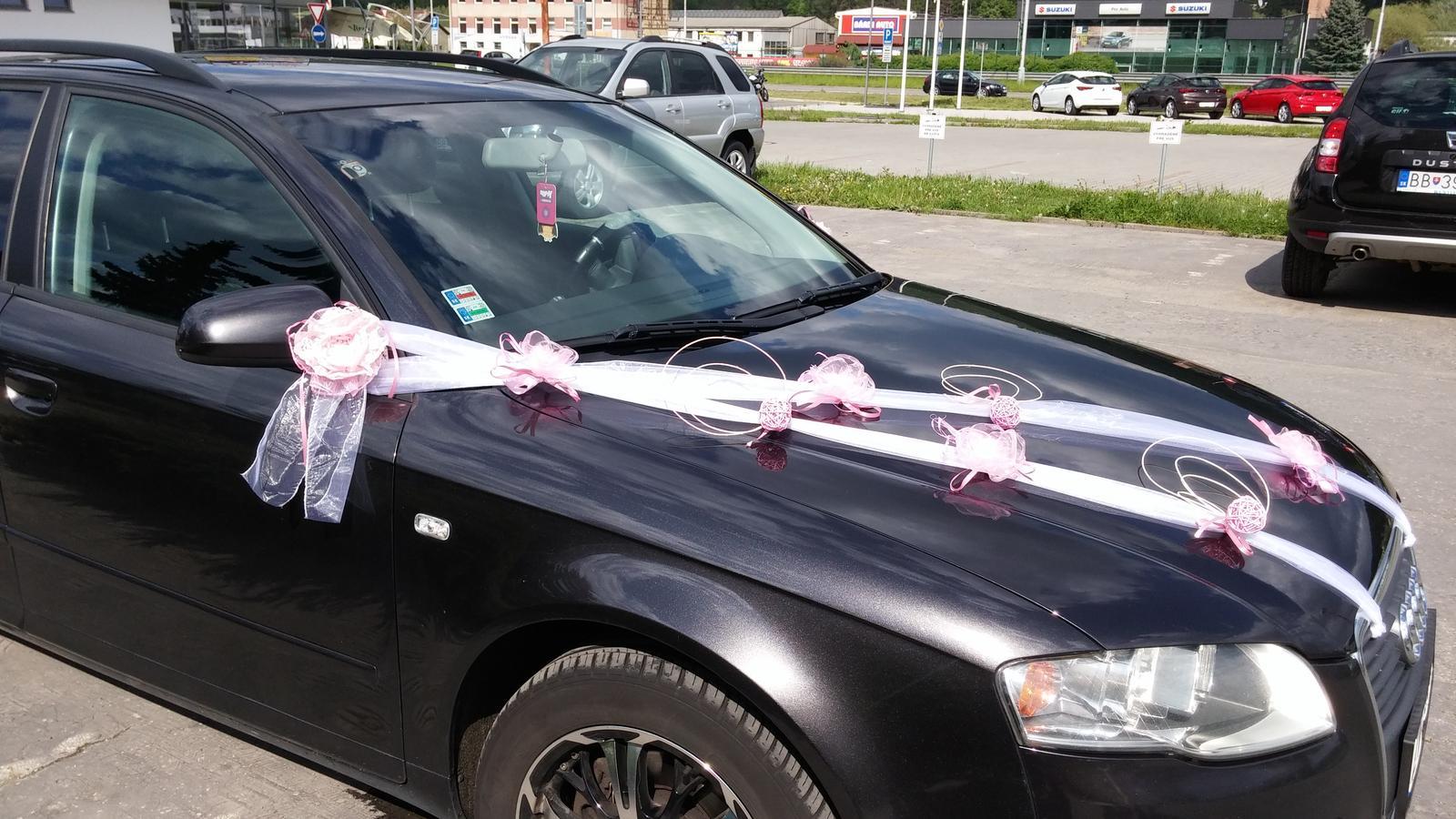 Svadobné auto - pásy a ružové kvietky - Obrázok č. 1