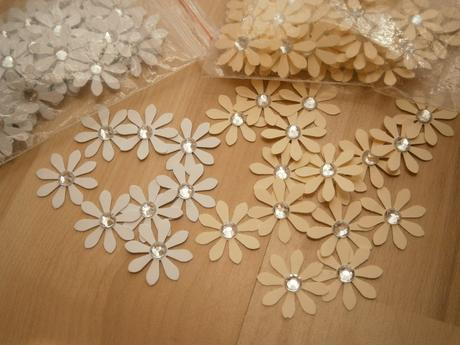 Papierové dekorácie - motýle, kvietky, srdiečka - Obrázok č. 4