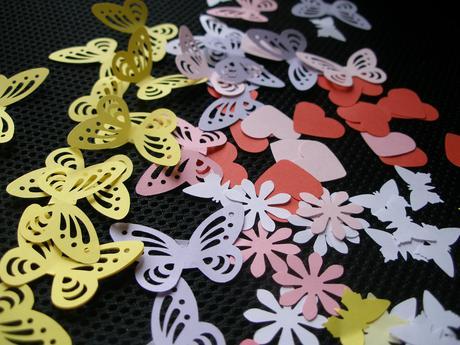 Papierové dekorácie - motýle, kvietky, srdiečka - Obrázok č. 1