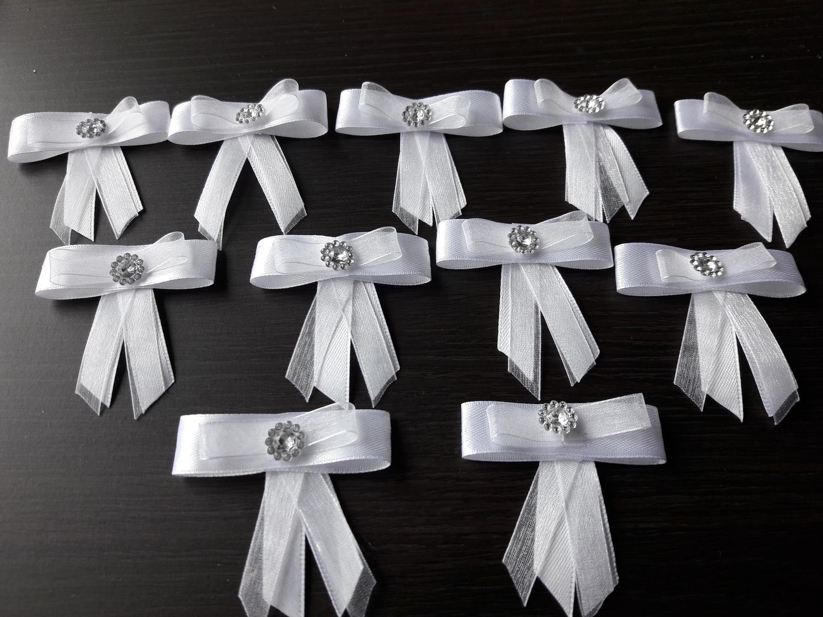 Biele mašličky s diamantíkom - pierka pre hostí - Obrázok č. 2