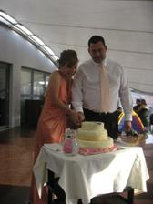 krajanie torty, uz prezlecena :-)