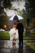 Síce nechcem aby mi na svadbe pršalo, ale takáto fotka ... páčila by sa mi