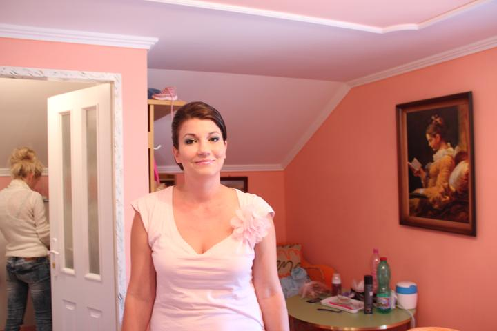 Barbora{{_AND_}}Samuel - namaľovaná učesaná ide sa obliekať