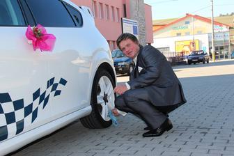 a ako inak moj ženich musí umývať auto aj v svadobnom obleku
