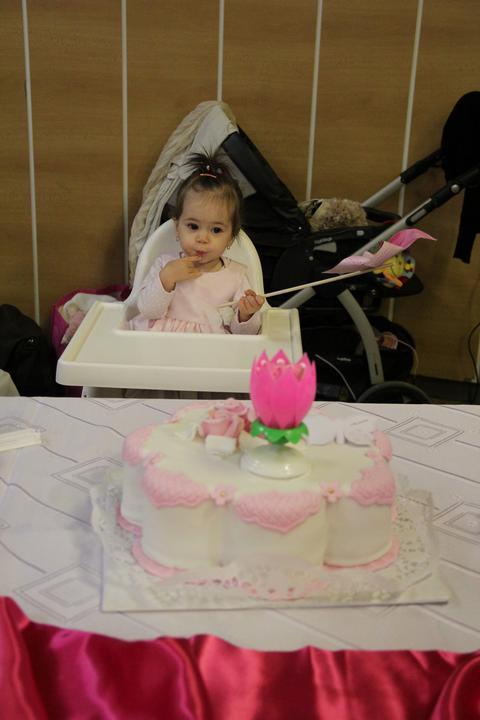 Barbora{{_AND_}}Samuel - moja laska mala rok tesne pred svadbou tak dostala tortičku