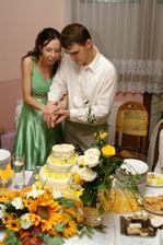 a krájanie svadobnej torty.