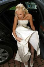 .....soukání do svatebního kočáru  :)
