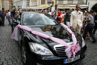 ..pozor nevěsta přijíždí :)