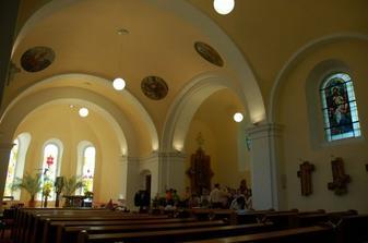 """náš"" kostel uvnitř"