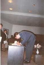 a už sa podpisal