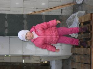 Naša dcérka robí stavebný dozor.