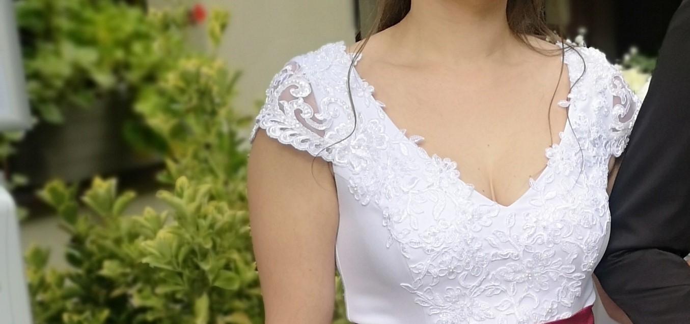 Snehovo-biele svadobné šaty - Obrázok č. 1