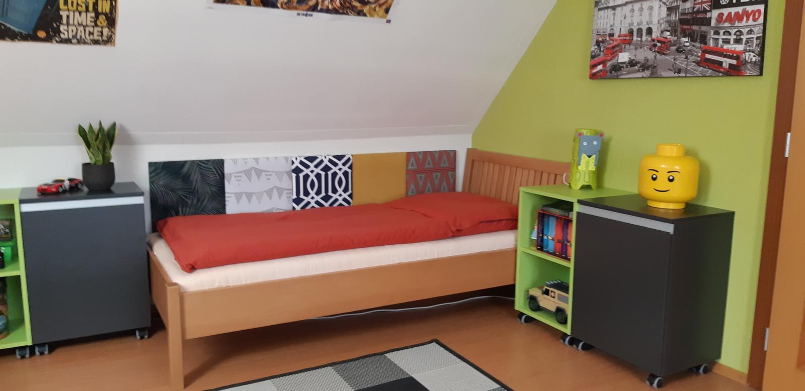 Máme radi odvážne projekty:) Čo poviete na takéto riešenie panelov za chlapčenké postele? - Obrázok č. 1