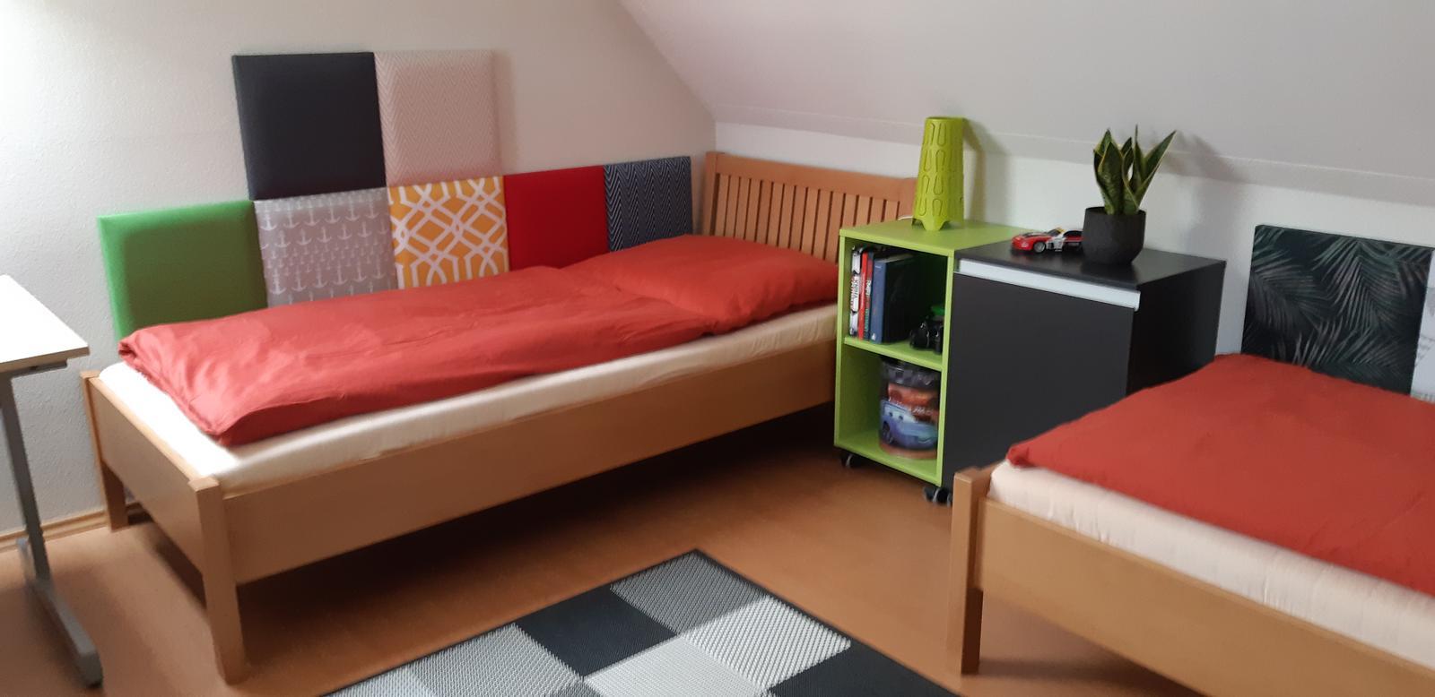 Máme radi odvážne projekty:) Čo poviete na takéto riešenie panelov za chlapčenké postele? - Obrázok č. 2
