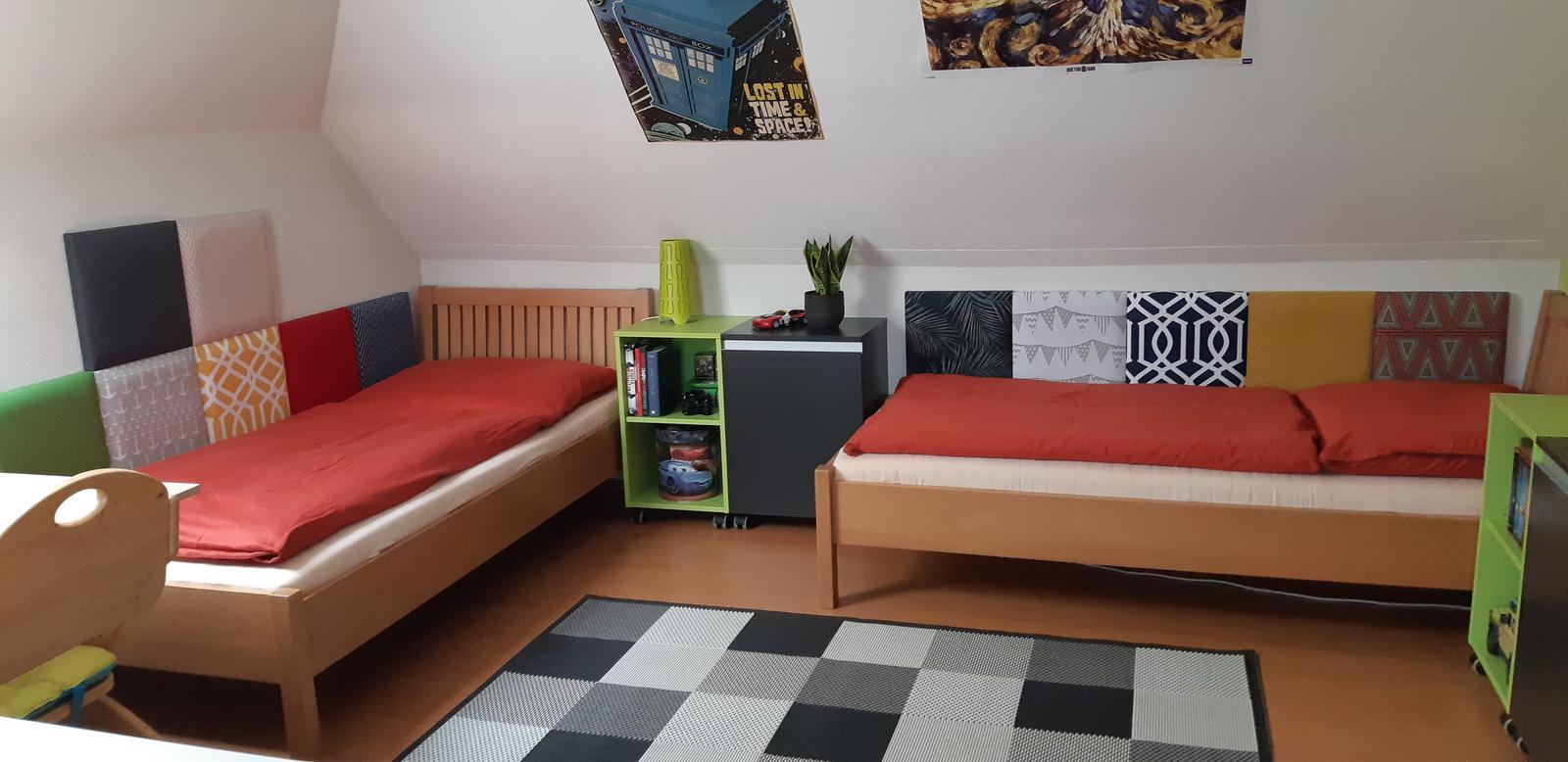 Máme radi odvážne projekty:) Čo poviete na takéto riešenie panelov za chlapčenké postele? - Obrázok č. 3