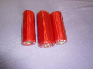 Červená organza - úzká, ale bude na stole myslím lepší než ta široká