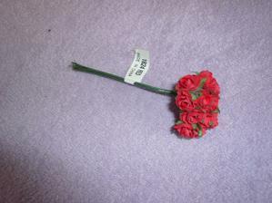 Tuhle kytičku růžiček rozdělím a napíchám do stuhy na mé svatební autí.