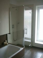 sprchovy kout hned vedle vany - pocitame s podobnym resenim napojeni