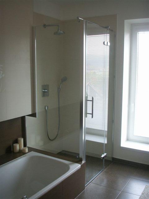Inspirace - sprchovy kout hned vedle vany - pocitame s podobnym resenim napojeni