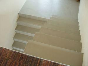 Pandomo na schodech