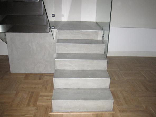 Inspirace - Padnomo na schodech - betonove seda