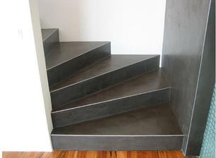 Pandomo na schodech - moc se mi to libi - k nam se hodi spis svetlejsi barvy, tak zvolime neco okolo smetanove