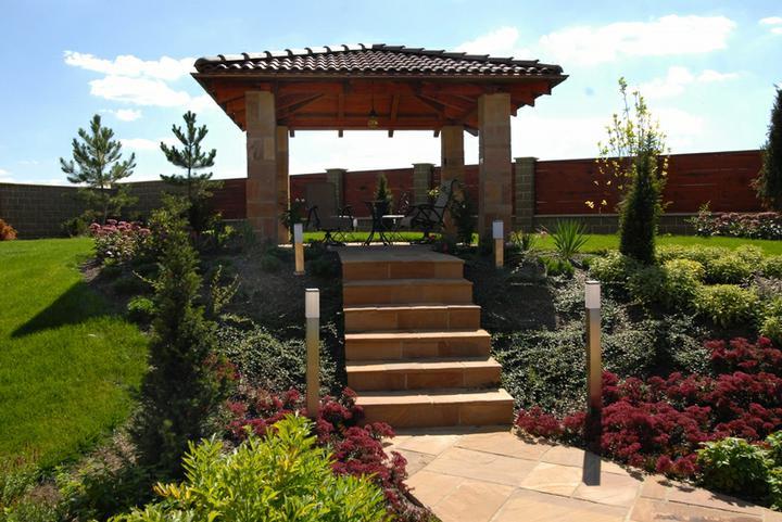 Naše plány se zahradou - Radi bychom jednou altanek a tohle je zatim nase predstava.