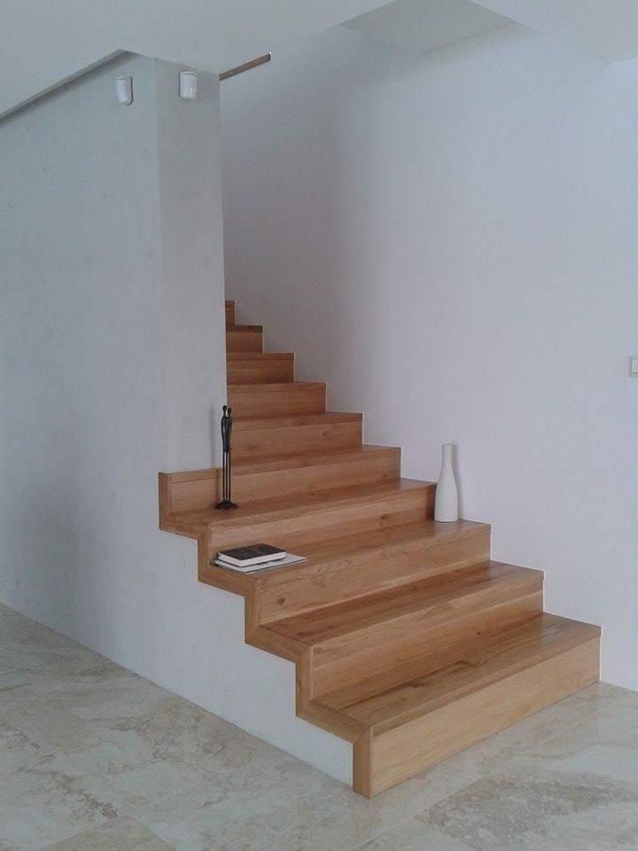 Ahojte, vie mi niekto zodpovedne poradit, ci je potrebne pre kolaudaciu zabradlie na lavu stranu otvorenej casti schodiska(posledne 4 schody)? Dakujem. - Obrázok č. 1