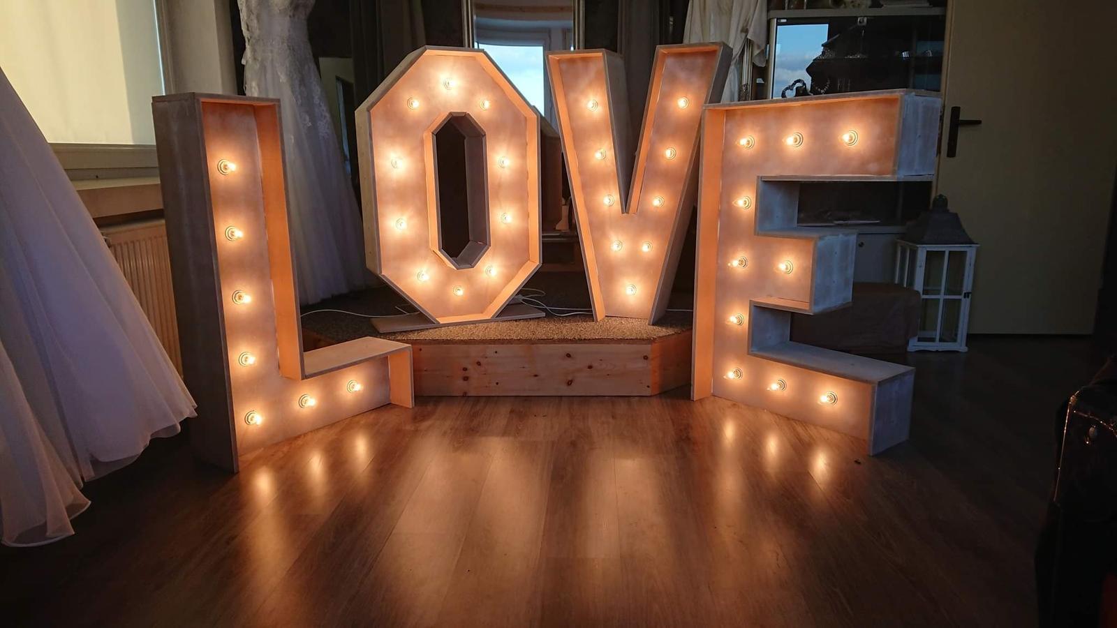 Veľké svietiace LOVE na prenájom  - Obrázok č. 1