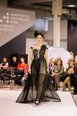 Čierne luxusné spoločenské šaty s čipkovaným živôtikom, zdobeným kamienkami na prenájom Mureeny - http://salonevamaria.sk/index.php?id_product=1636&controller=product