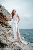 Nádherné svadobné šaty s rafinovaným strihom , 36
