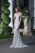 Priliehavé  jemne odhalené svadobné šaty , 36