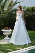Elegantné svadobné šaty s jemným vzorom na sukni, 38