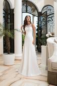 Svadobné šaty s jemne rozšírenou hladkou sukňou , 38