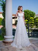 Svadobné šaty so zaujímavým naturálnym zdobením , 34