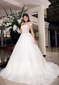 romantické svadobné šaty s čipkovaným živôtikom , 36