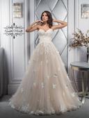 Okúzľujúce svadobné šaty s aplikáciami na sukni,