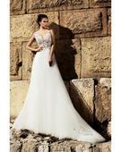 Čarokrásne svadobné šaty s dlhou vlečkou, 40