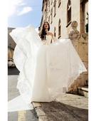 Pôvabné svadobné šaty s čipkou na rukávoch, 38