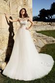 Čarokrásne svadobné šaty s dlhou vlečkou, 38