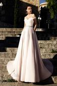 Žiarivé svadobné šaty s hlbokým výstrihom, 34