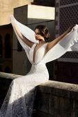 Odvážne  úzke svadobné šaty , 34