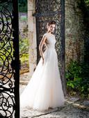 Prenádherné svadobné šaty s tylovou sukňou, 36